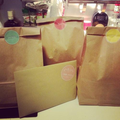 Un paquet pour l'entrée, un pour le plat et un pour le dessert.
